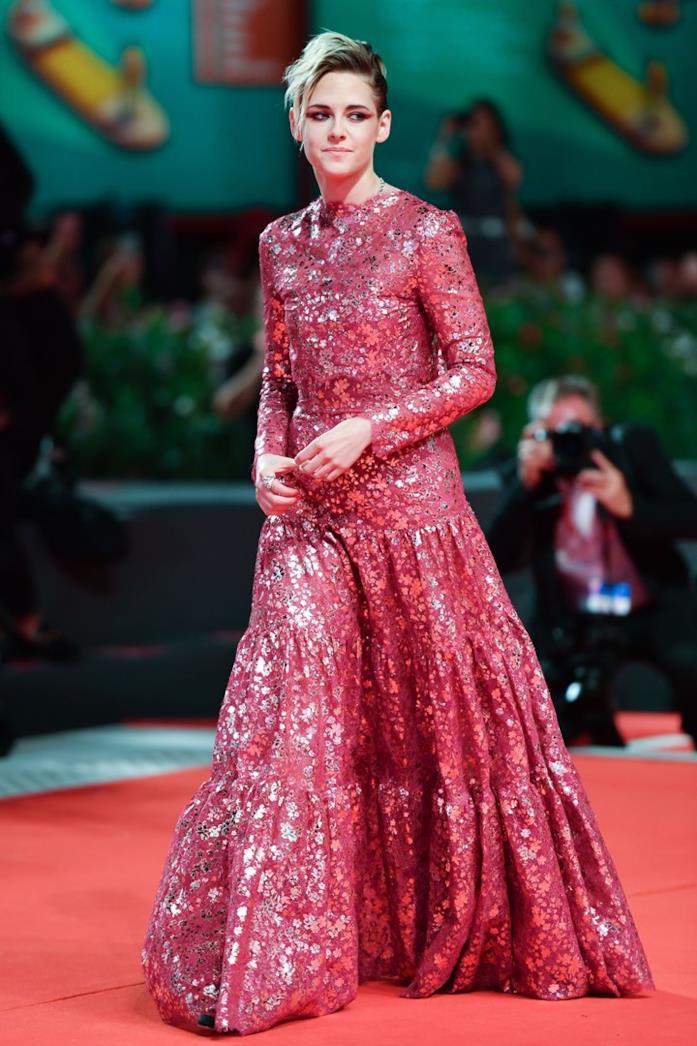 Kristen Stewart sul red carpet di Venezia 76