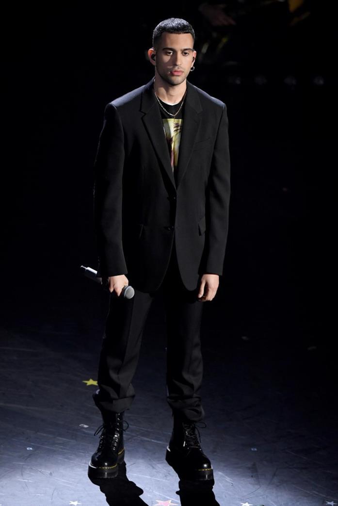Mahmood elegante e casual