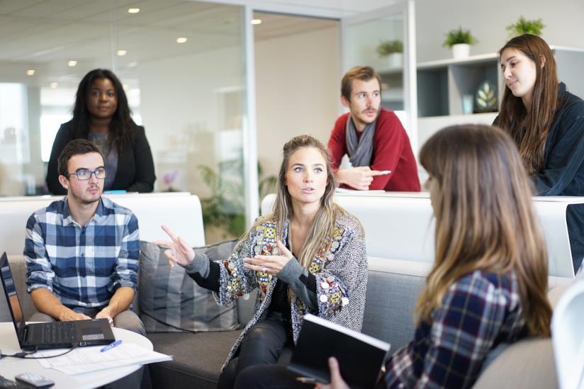 Meeting di lavoro lunghi distraggono i dipendenti