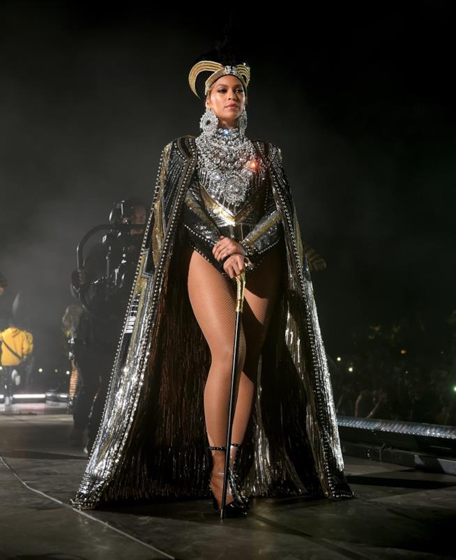 Il primo straordinario look di Beyoncé al Coachella
