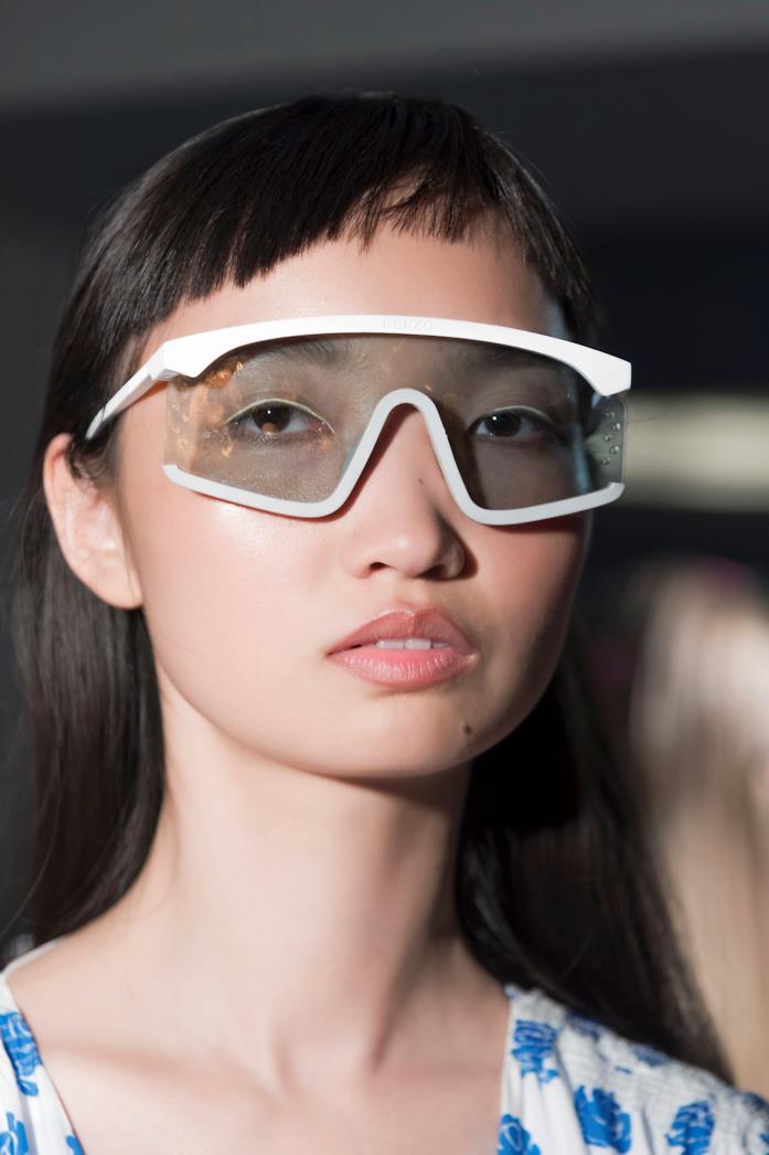 Kenzo modella che indossa occhiali alla S/S 2019