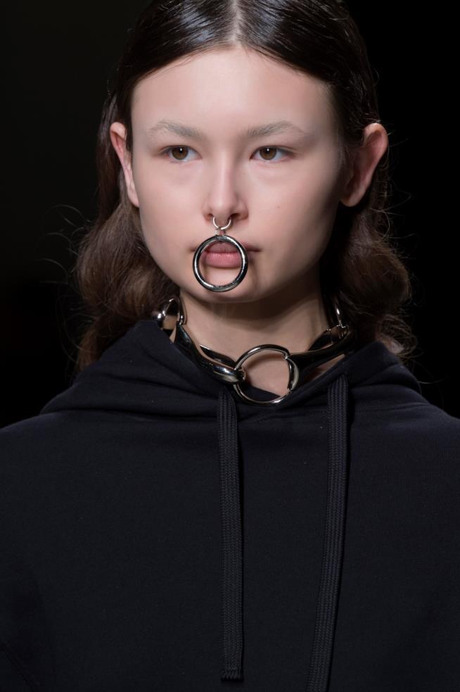 Milano Fashion Week 2019 il dettaglio piercing al naso