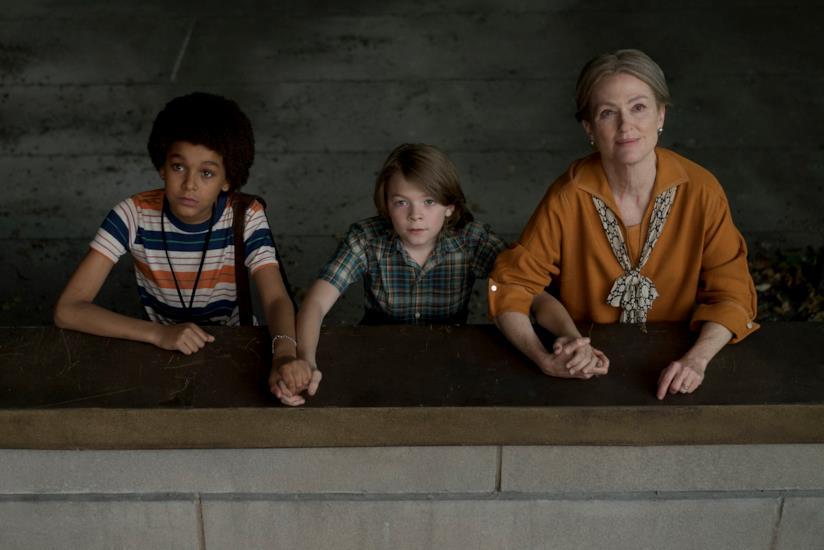 Una splendida Julianne Moore con i giovani protagonisti del film La stanza delle meraviglie