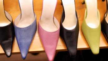 Mules con punta pronunciata in vari colori