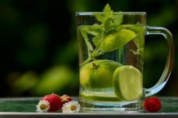 Caraffa di acqua e limone