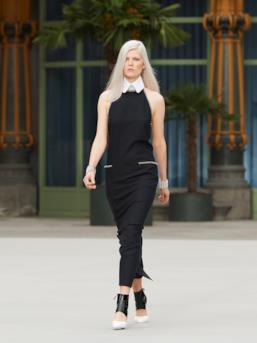 Sfilata CHANEL Collezione Donna Primavera Estate 2020 Parigi - CHANEL Resort PO RS20 0083