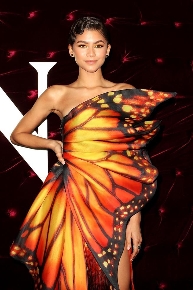 L'attrice e cantante Zendaya con l'abito-farfalla della maison Moschino.