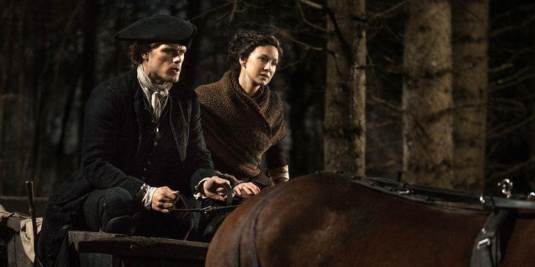 Claire e Jamie preoccupati a cavallo