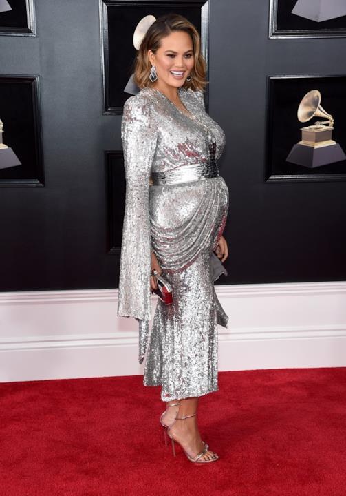 Chrissy Teigen sul red carpet dei Grammy 2018