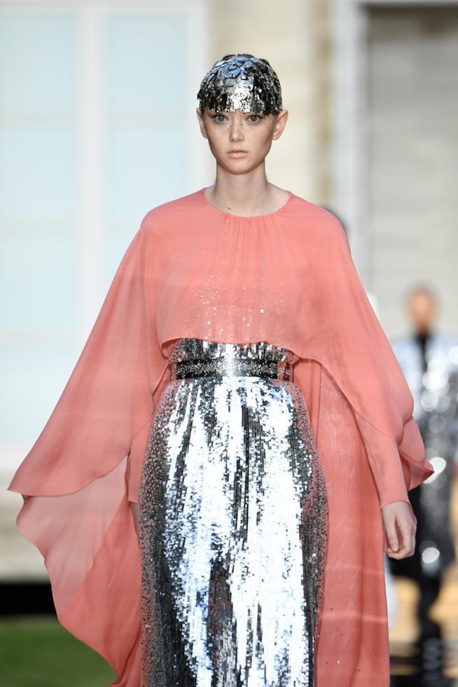 Un capo nella sfilata di Givenchy