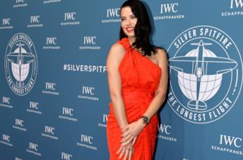 Adriana Lima in abito rosso al SIHH 2019