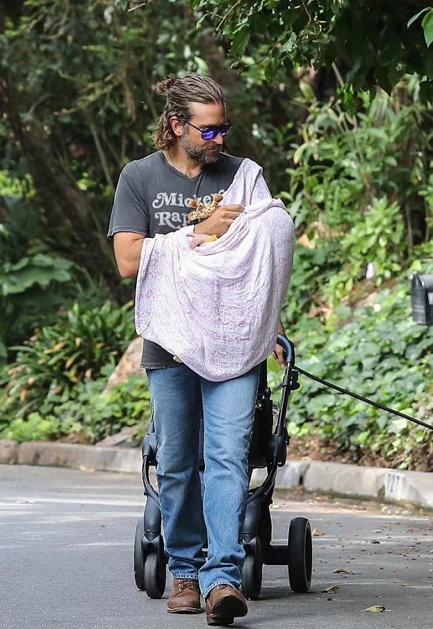 Bradley Cooper con la piccola Lea