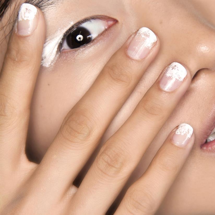 French manicure bianca e nude per la sposa