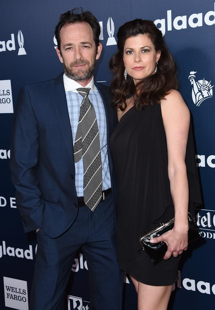 Luke Perry con Wendy Madison Bauer ai GLAAD Awards 2017