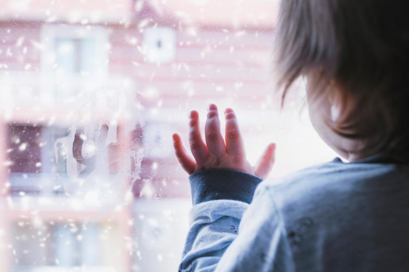Bambina alla finestra