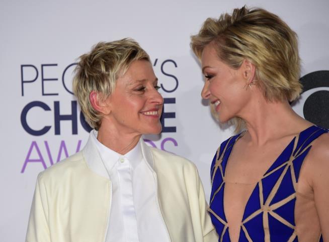 Uno sguardo d'intesa tra Ellen DeGeneres e Portia de Rossi