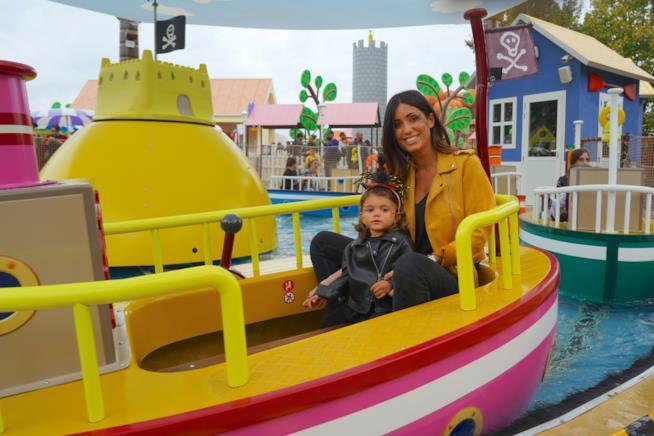 Federica Nargi e sua figlia a Peppa Pig Land
