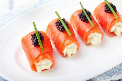 Un antipasto di pesce fresco: i fagottini di salmone ripieni