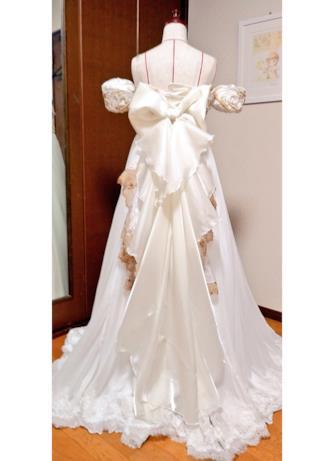 L'abito da sposa ispirato alla Principessa Serenity di Sailor Moon visto da dietro