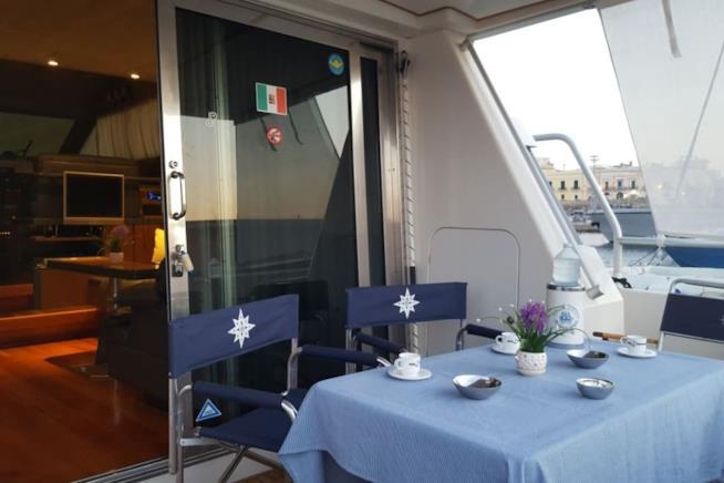 L'esterno di uno yacht a Gallipoli, Salento