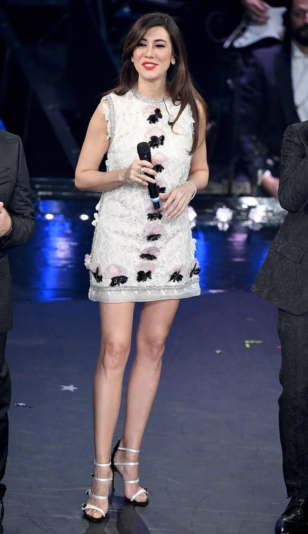 Virginia Raffaele con un abito corto a Sanremo