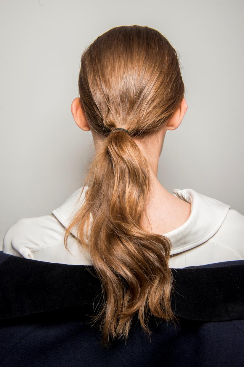 Acconciatura con capelli lunghi
