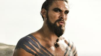 Jason Momoa nei panni di Khal Drogo