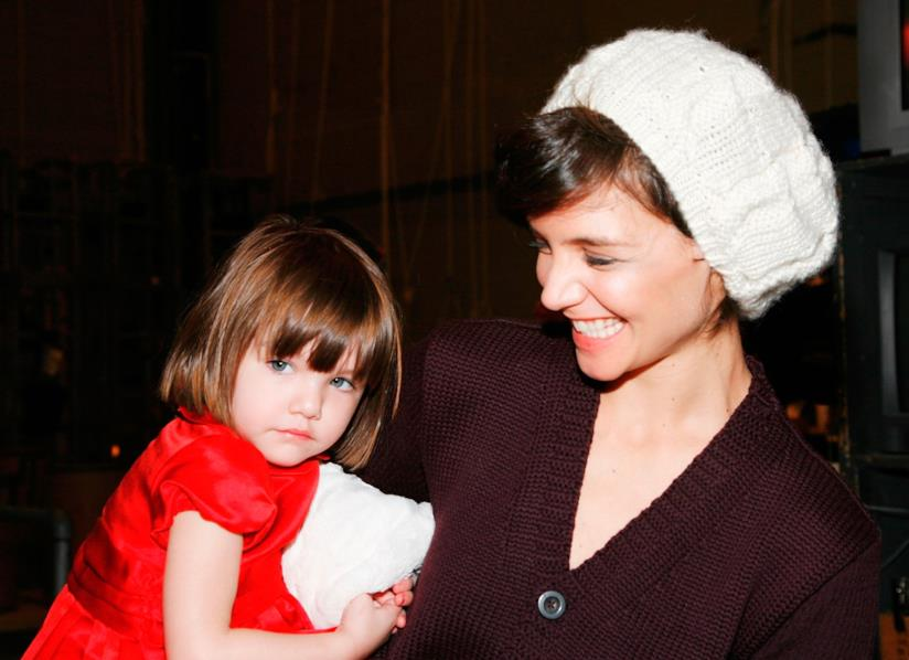 Suri Cruise in braccio alla madre Katie Holme