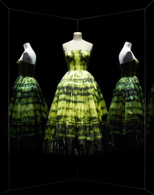 Musée des Arts Décoratifs, un abito Dior verde in mostra