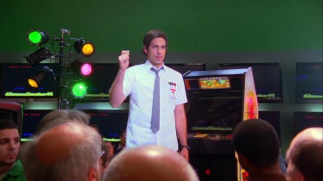 Zachary levi in una scena di Chuck
