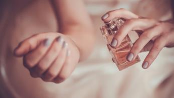 nebulizzare un profumo sulla pelle