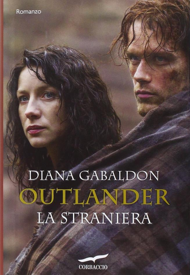 Claire e Jamie nella copertina del romanzo