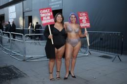 Due modelle curvy