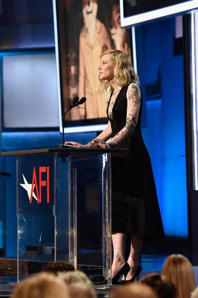 Cate Blanchett in lungo abito nero all'AFI Gala