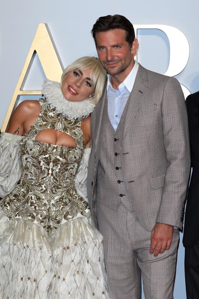 Lady Gaga e Bradley Cooper sul red carpet