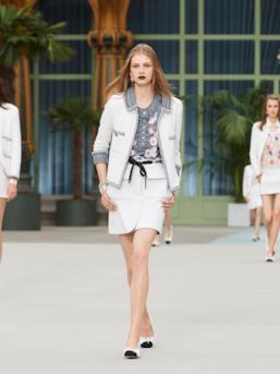 Sfilata CHANEL Collezione Donna Primavera Estate 2020 Parigi - CHANEL Resort PO RS20 0074