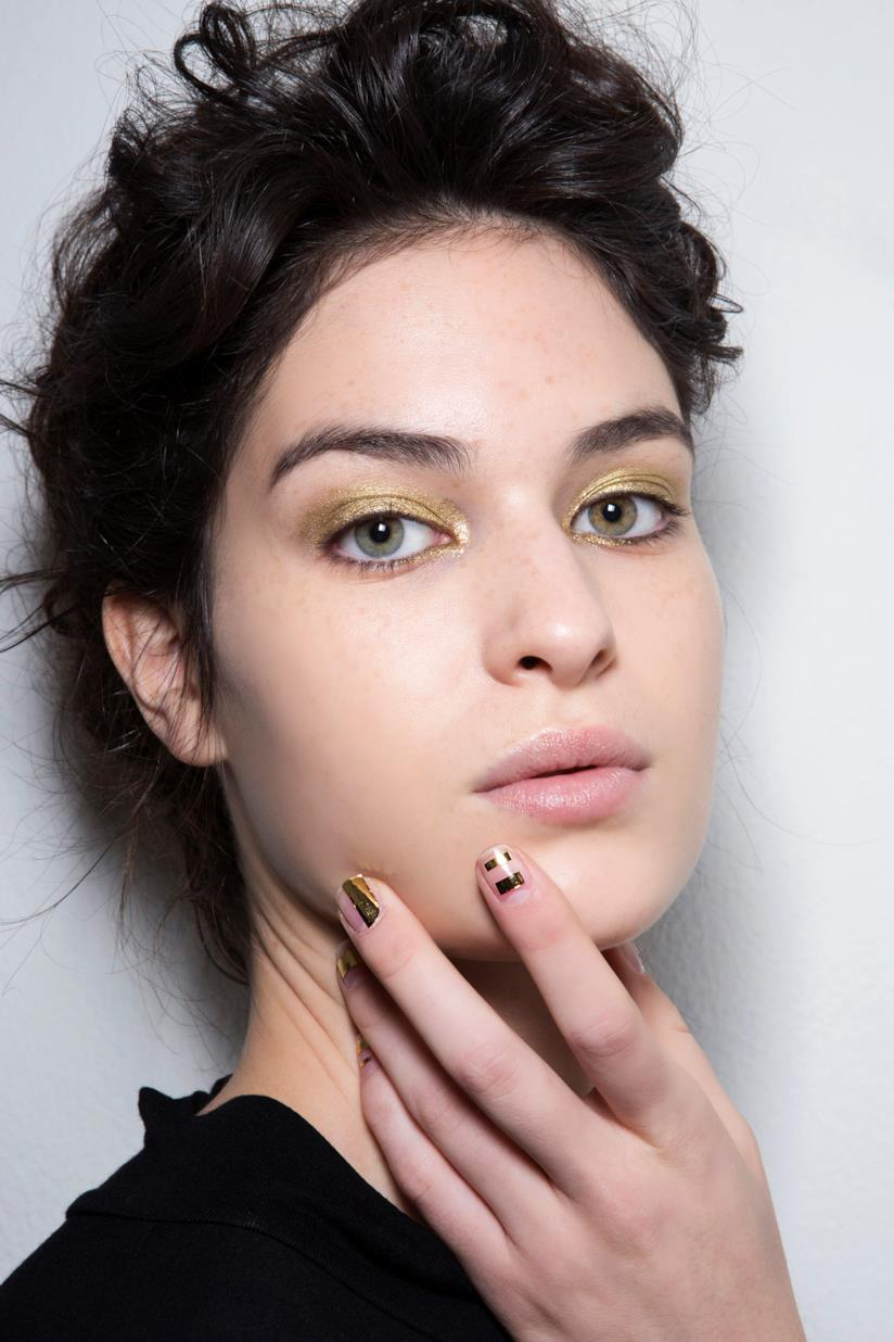 Nail art nude e gold