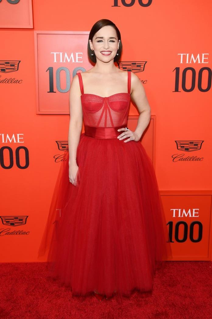 Emilia Clarke in abito rosso Dolce & Gabbana