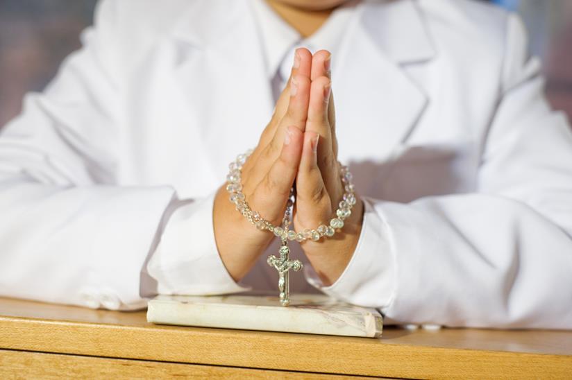 Bambino in preghiera