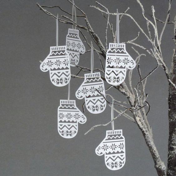 Guanti decorativi di carta