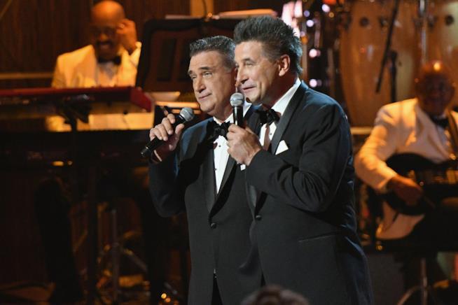 Alec Baldwin e Daniel Baldwin cantano insieme