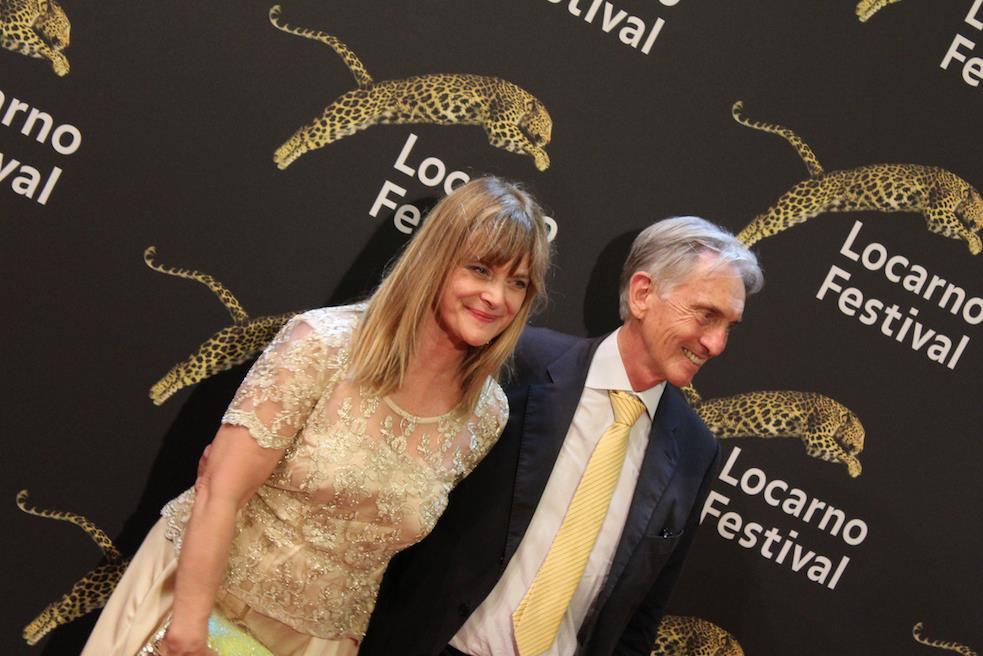 Nastassja Kinski viene accompagnata da Marco Solari sul red carpet di Locarno 70