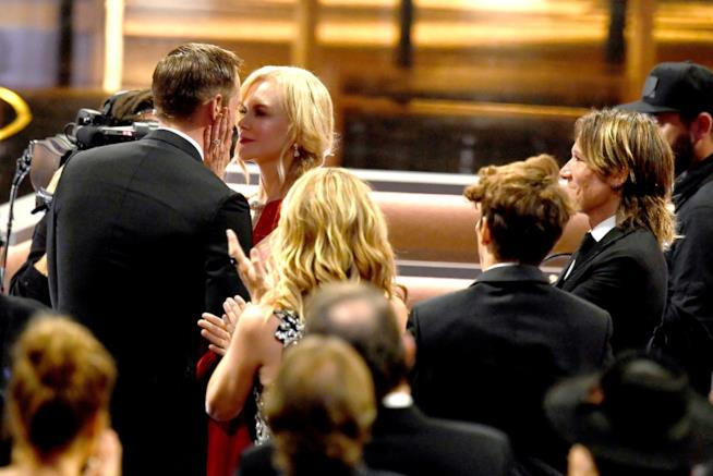 Il bacio di Nicole Kidman ad Alexander Skarsgård