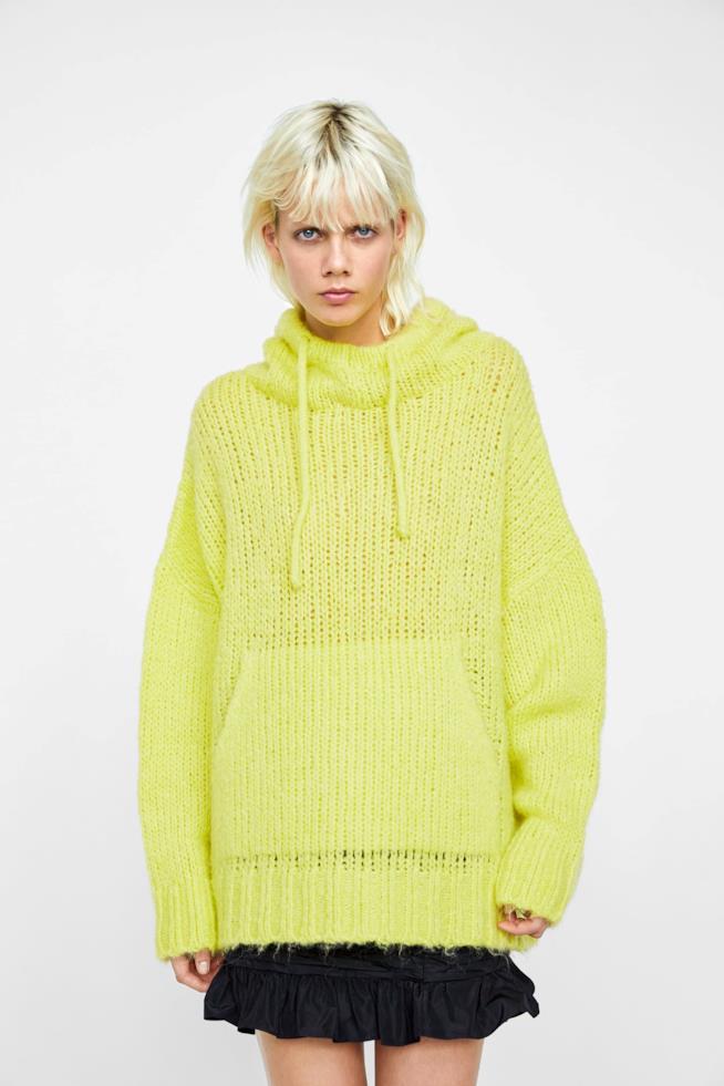Maglia Zara oversize con cappuccio e tasche frontali 59% acrilico, 19% poliestere, 14% lana, 8% mohair