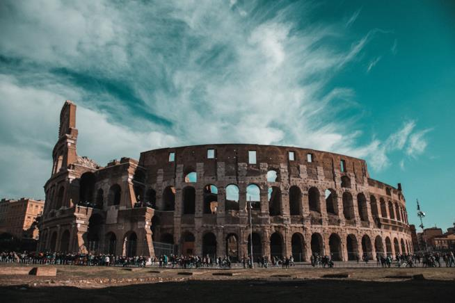 Nuvole sul Colosseo
