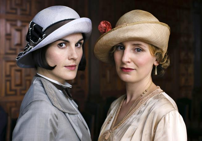 Lady Mary e Lady Edith, due delle protagoniste di Downton Abbey
