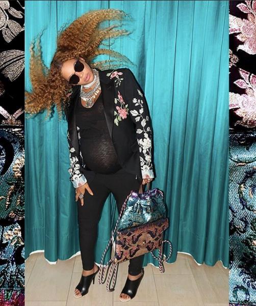 Uno dei look casual con pancione di Beyoncé