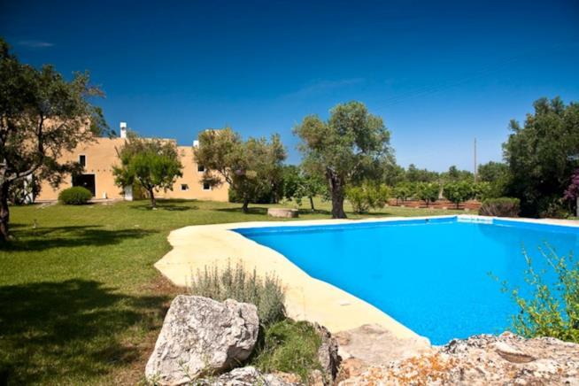 Masseria con piscina a Sannicola affittata su Aribnb.