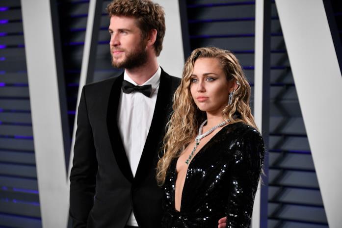 Miley Cyrus e Liam Hemsworth in primo piano