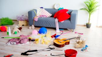 Casa disordinata: giochi, vestiti, tutto in giro